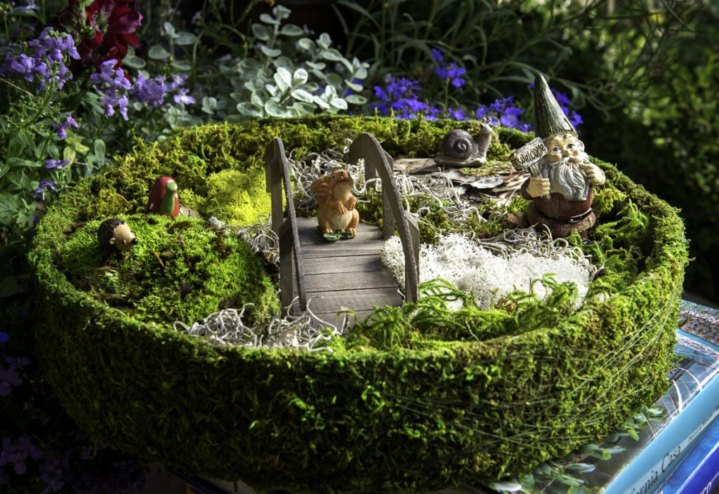 GardenTrends Supermoss Round Fairy Garden Basket Kit - National Garden Bureau