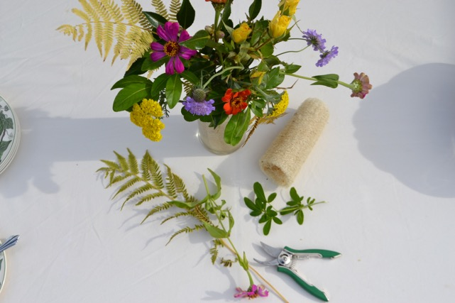 Luffa and Flower Arrangements using Luffa Sponges / National Garden Bureau
